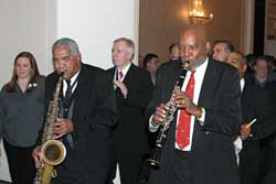 A local jazz band leads 9th International Congress attendees to the Welcome Reception.