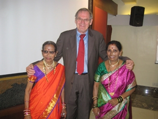 MDS Past President Güenther Deuschl meets with members of the Mumbai Parkinson's Disease and Movement Disorders Society.